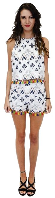 Preload https://item2.tradesy.com/images/sugarlips-white-dress-shorts-size-4-s-23174366-0-1.jpg?width=400&height=650