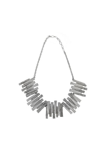 Preload https://item1.tradesy.com/images/silver-necklace-23174415-0-0.jpg?width=440&height=440