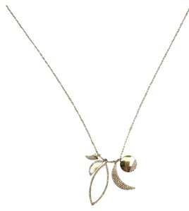 Preload https://item5.tradesy.com/images/gold-necklace-23174614-0-1.jpg?width=440&height=440