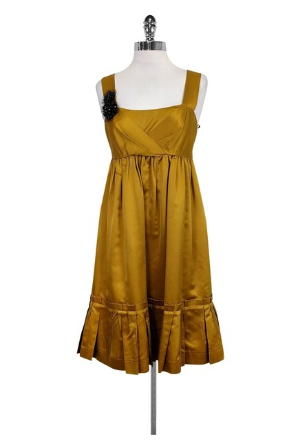Preload https://img-static.tradesy.com/item/23174676/vera-wang-gold-short-casual-dress-size-6-s-0-0-650-650.jpg