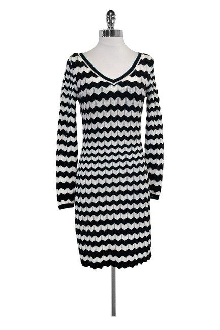 Preload https://item2.tradesy.com/images/missoni-white-short-casual-dress-size-4-s-23174786-0-0.jpg?width=400&height=650