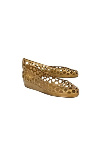 Preload https://item5.tradesy.com/images/marc-jacobs-gold-flats-size-us-80-regular-m-b-23175049-0-0.jpg?width=440&height=440