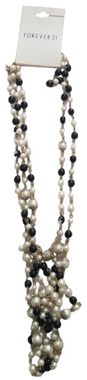 Preload https://item2.tradesy.com/images/forever-21-faux-pearl-black-and-white-necklace-bracelet-23175386-0-1.jpg?width=440&height=440