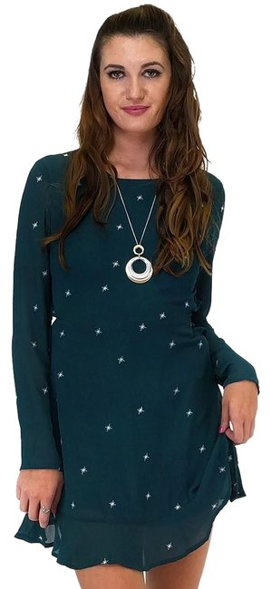 Preload https://img-static.tradesy.com/item/23175429/green-short-casual-dress-size-12-l-0-1-650-650.jpg