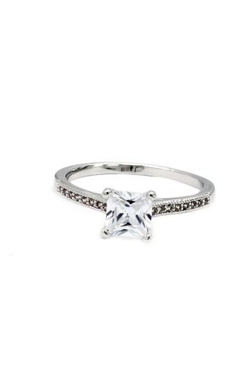 Preload https://img-static.tradesy.com/item/23178434/silver-four-claw-square-crystal-ring-0-0-540-540.jpg