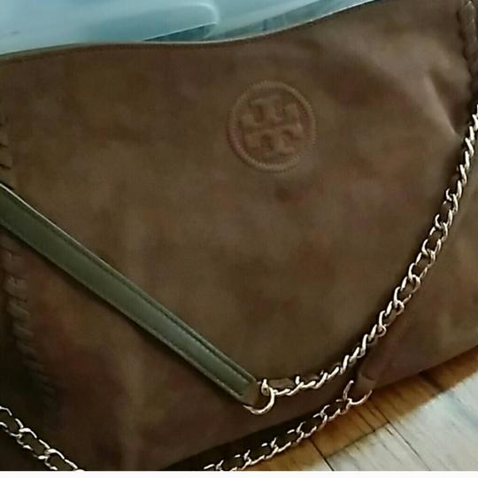 Preload https://img-static.tradesy.com/item/23178435/tory-burch-suede-tote-0-0-540-540.jpg