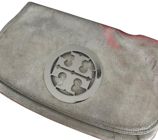 Preload https://img-static.tradesy.com/item/23180229/tory-burch-silver-with-silver-hardware-leather-clutch-0-1-540-540.jpg