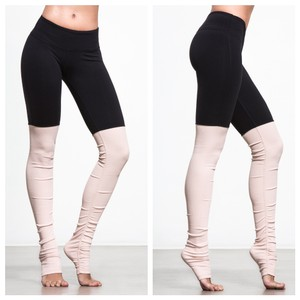 Alo Goddess Ribbed Leggings Black over Rose Water