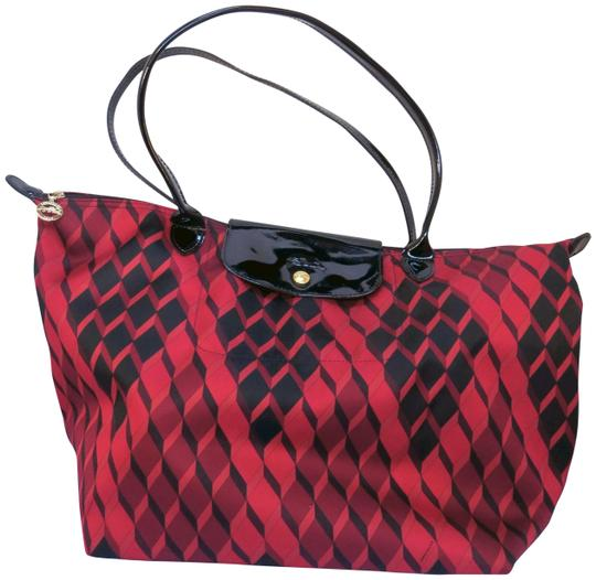 Preload https://img-static.tradesy.com/item/23181352/longchamp-modele-depose-red-black-neoprene-satchel-0-1-540-540.jpg