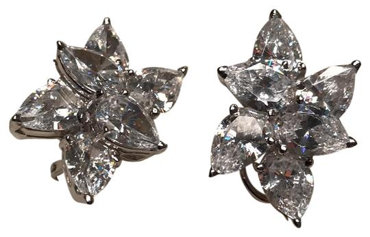 Preload https://img-static.tradesy.com/item/23181449/pear-shaped-cubic-zirconia-cluster-earrings-0-1-540-540.jpg