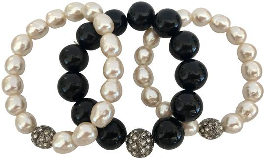 Preload https://img-static.tradesy.com/item/23183041/cream-ivory-silver-freshwater-pearl-and-rhinestone-stretchy-on-elastic-one-size-bracelet-0-1-540-540.jpg