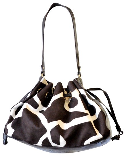 Preload https://img-static.tradesy.com/item/23183045/kate-spade-drawstring-brown-canvas-shoulder-bag-0-2-540-540.jpg