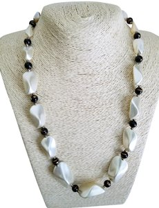 Boutique pearl beaded necklace