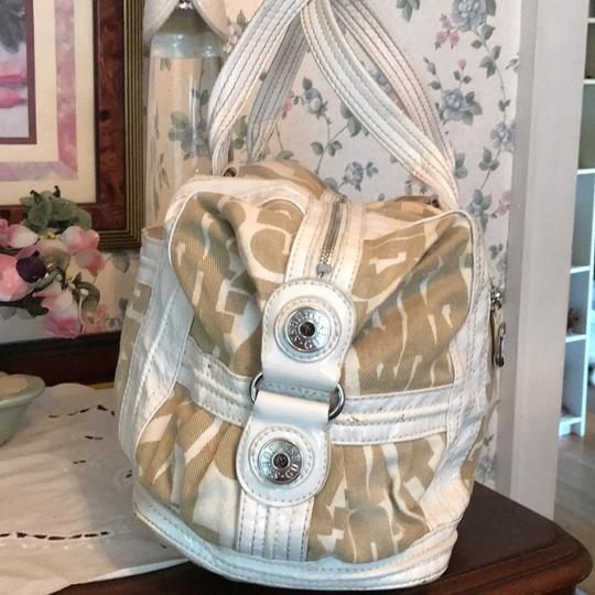 Guess Satchel in taupe and white Image 3