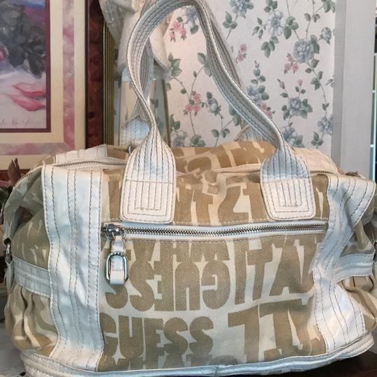 Guess Satchel in taupe and white Image 4