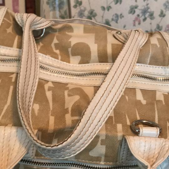 Guess Satchel in taupe and white Image 5