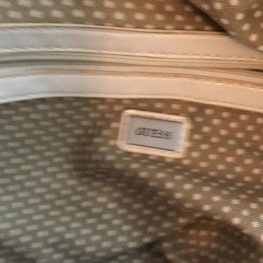 Guess Satchel in taupe and white Image 7
