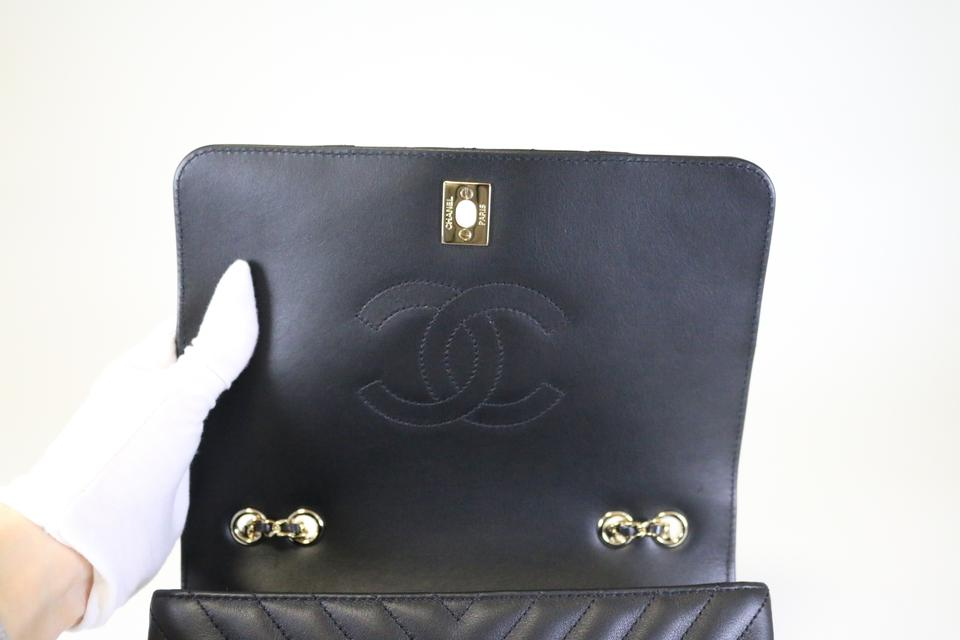 b05027b45e0464 Chanel Classic Flap Chevron Statement Black Calfskin Cross Body Bag -  Tradesy
