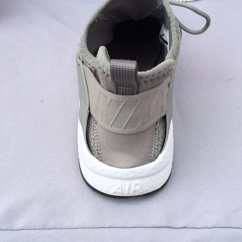 92738ecb6be47 Nike Grey Silver  air Huarache Run Ultra Se  Sneaker Sneakers Size US 7.5  Regular (M