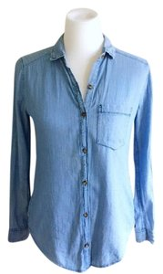 Hollister Chambray Aztec Print Soft Comfortable Button Down Shirt blue and pink
