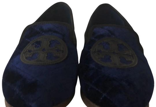 Preload https://img-static.tradesy.com/item/23197698/tory-burch-navy-blue-bright-quilted-billy-slipper-flats-size-us-8-regular-m-b-0-1-540-540.jpg