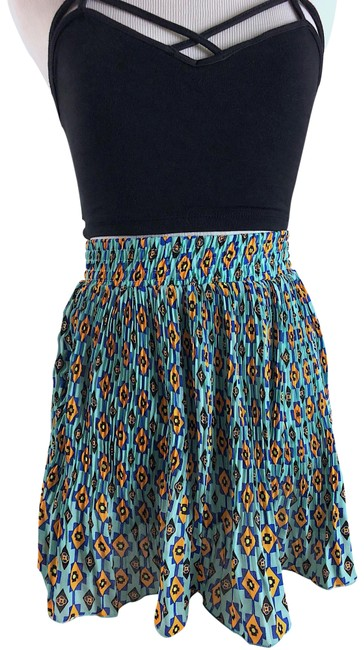 Preload https://img-static.tradesy.com/item/23198208/blue-aztec-prints-pleated-skirt-size-4-s-27-0-1-650-650.jpg