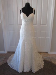 Essense of Australia Ivory Lace D1906 Feminine Wedding Dress Size 10 (M)