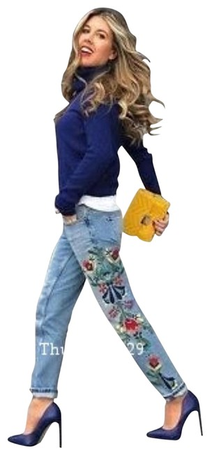 Item - Blue Light Wash Mis Rise Floral Embroidered (6164) Capri/Cropped Jeans Size 27 (4, S)