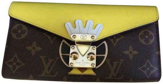 Preload https://img-static.tradesy.com/item/23201087/louis-vuitton-monogram-limited-tribal-mask-sarah-wallet-0-1-540-540.jpg