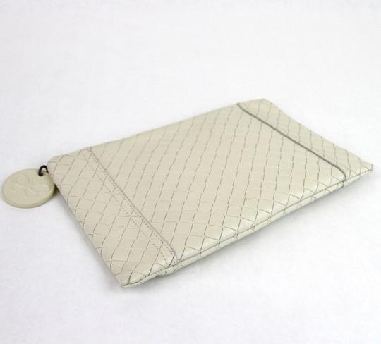 Bottega Veneta Intrecciomirage Leather White Clutch Image 2