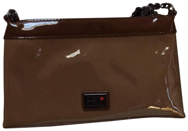 Item - With Chains Strap Tan Patent Leather Clutch