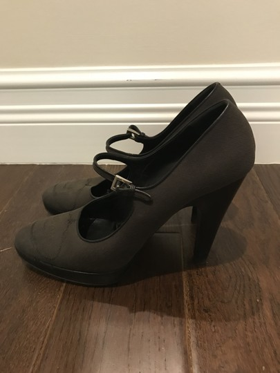 prada Pumps Image 3