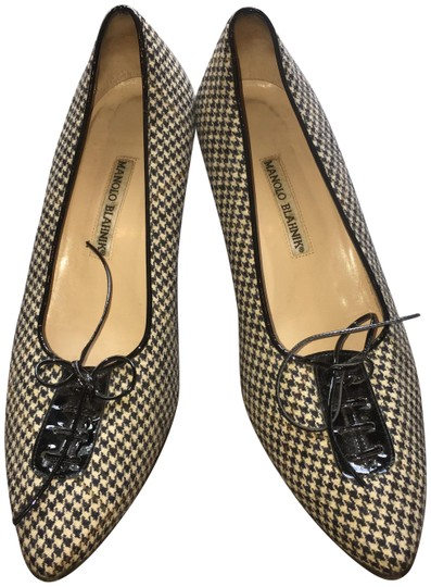 Preload https://img-static.tradesy.com/item/23201566/manolo-blahnik-pumps-size-eu-38-approx-us-8-regular-m-b-0-2-540-540.jpg