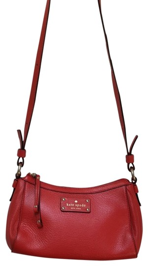 Preload https://img-static.tradesy.com/item/23201862/kate-spade-darien-core-mini-gladys-handbag-red-leather-cross-body-bag-0-1-540-540.jpg
