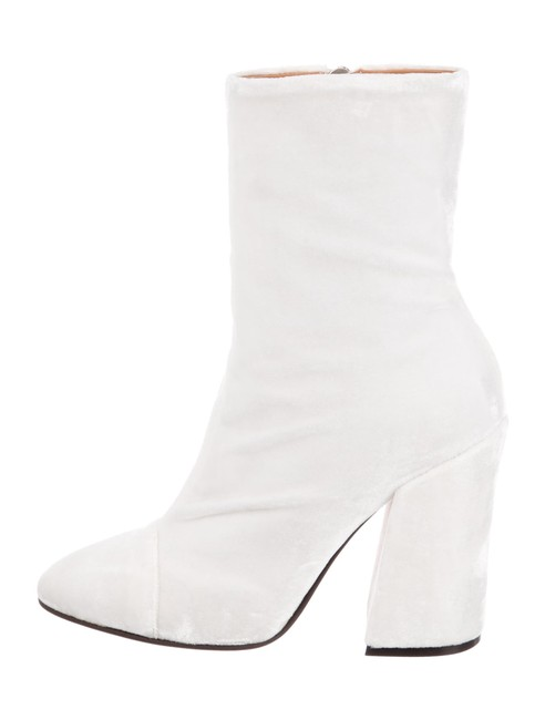 Item - White Ivory New Velvet Block Heel Ankle Italy Boots/Booties Size US 7 Regular (M, B)