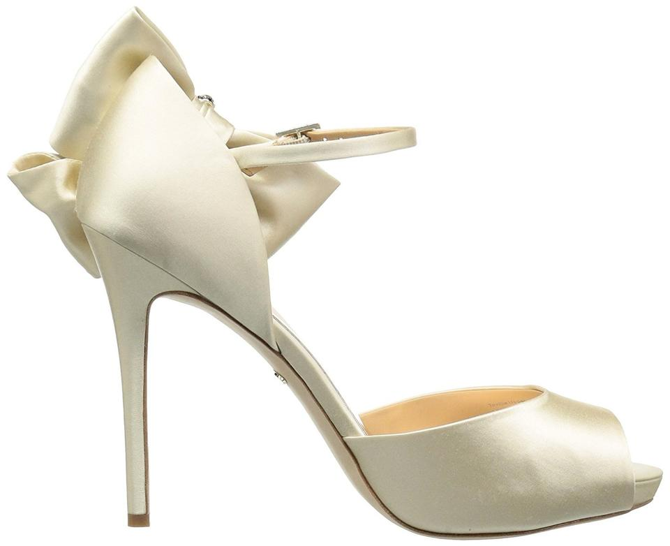 07403ee703c Badgley Mischka New Ivory Bride Samra Bow Accent Bridal Formal Shoes Size  US 8.5 Regular (M