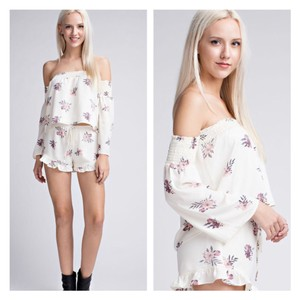 Honey Punch Top off white & floral print