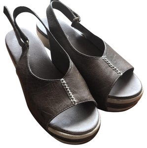 Antelope gray/ olive green Sandals