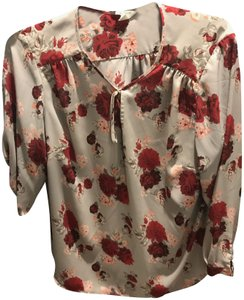 Lucy & Laurel Red Roses Top Gray