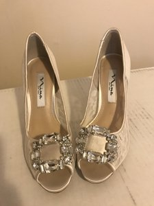 Nina Shoes Ivory Lace Mesh with Silver Rhinestone Embellishments Heels Formal Size US 6 Regular (M, B)