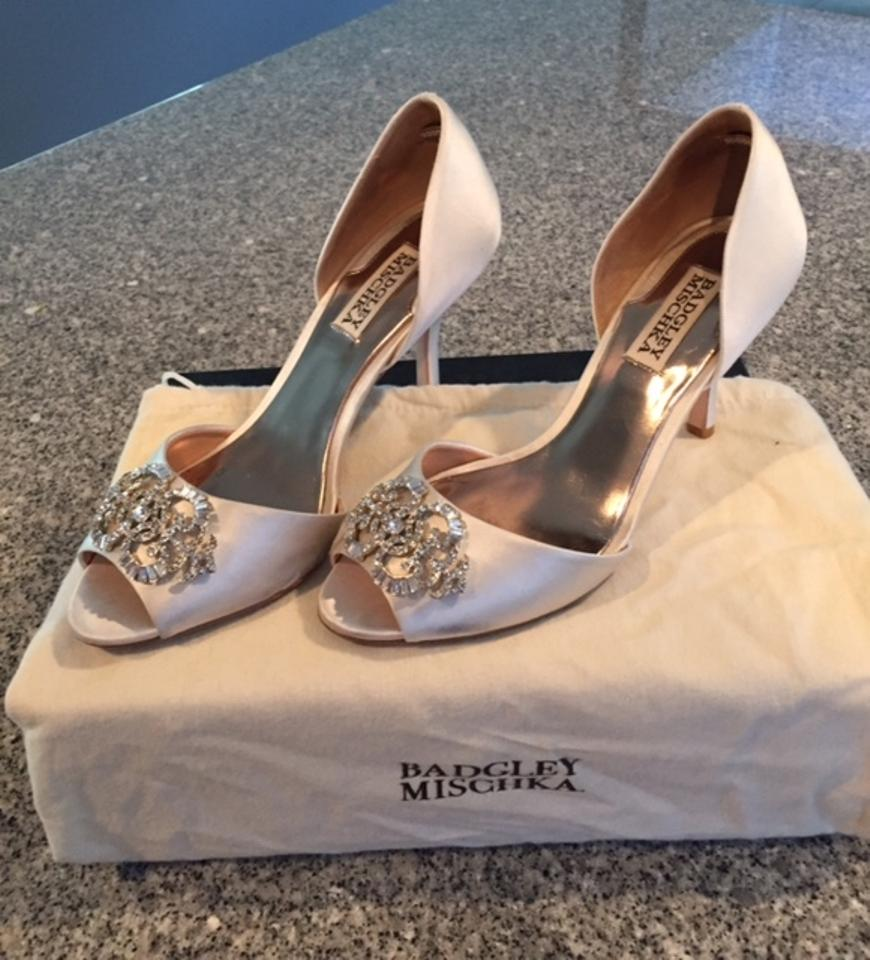 Pumps Vanilla Satin Badgley Pumps Vanilla Mischka Satin Badgley Mischka Mischka Badgley Vanilla X6YYnr4