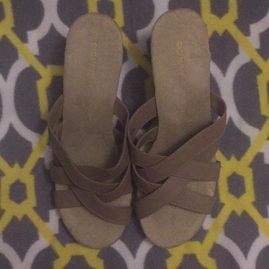 Old Navy taupe Wedges Image 2