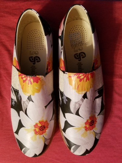 SOJO Leather Slip-on Durable Greece Floral Pattern Flats Image 1