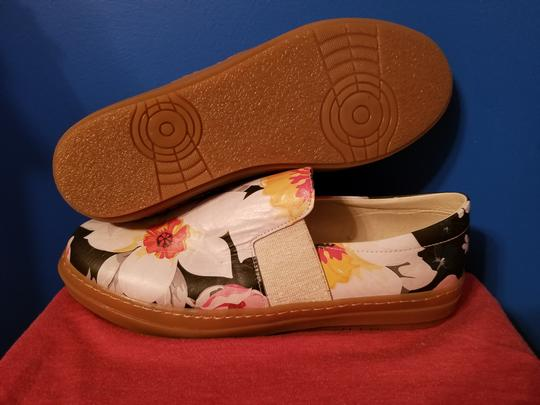 SOJO Leather Slip-on Durable Greece Floral Pattern Flats Image 2