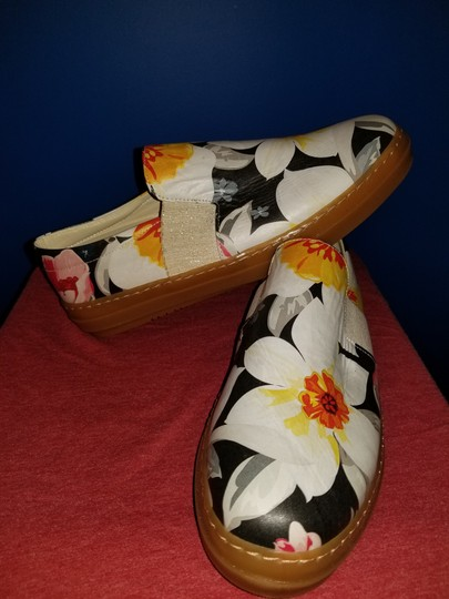 SOJO Leather Slip-on Durable Greece Floral Pattern Flats Image 3
