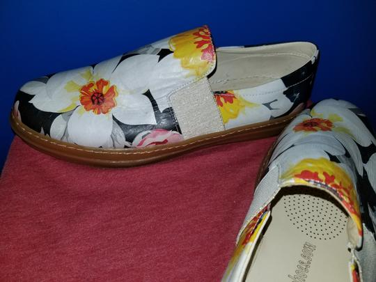 SOJO Leather Slip-on Durable Greece Floral Pattern Flats Image 5
