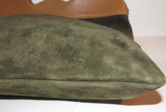 Gucci Mint Vintage Rare Early High-end Bohemian Or Clutch Great For Everyday Tote in olive green suede and camel leather Image 3