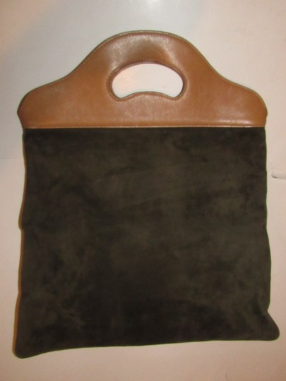Gucci Mint Vintage Rare Early High-end Bohemian Or Clutch Great For Everyday Tote in olive green suede and camel leather Image 4