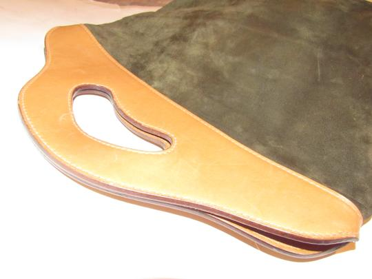 Gucci Mint Vintage Rare Early High-end Bohemian Or Clutch Great For Everyday Tote in olive green suede and camel leather Image 5
