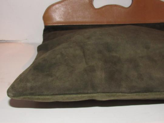 Gucci Mint Vintage Rare Early High-end Bohemian Or Clutch Great For Everyday Tote in olive green suede and camel leather Image 6